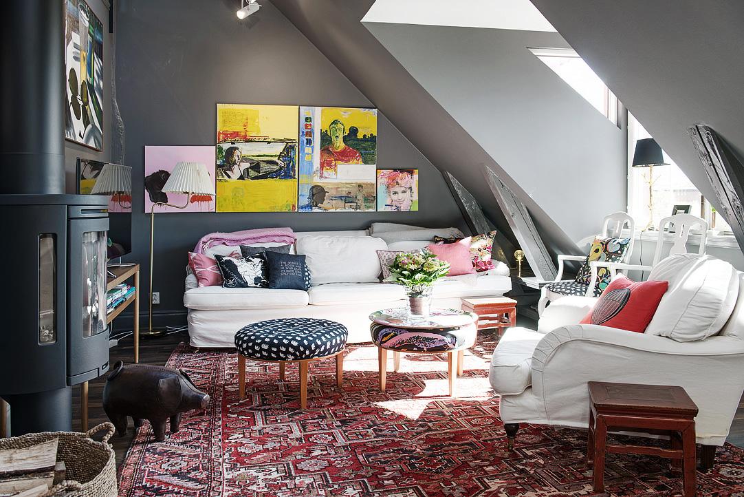Decoração de: Sala de estar; obras de arte coloridas; Casa de Valentina