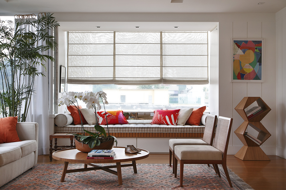 Decoração de: Sala de estar; banco com futon; Casa de Valentina