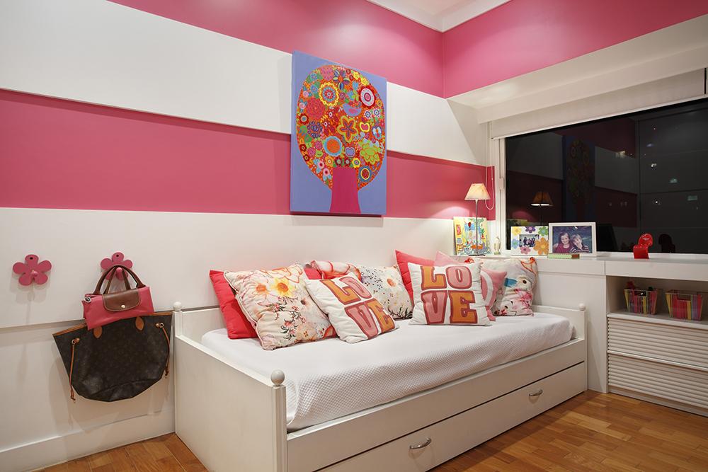 Decoração de: Quarto de criança; almofadas coloridas; Casa de Valentina