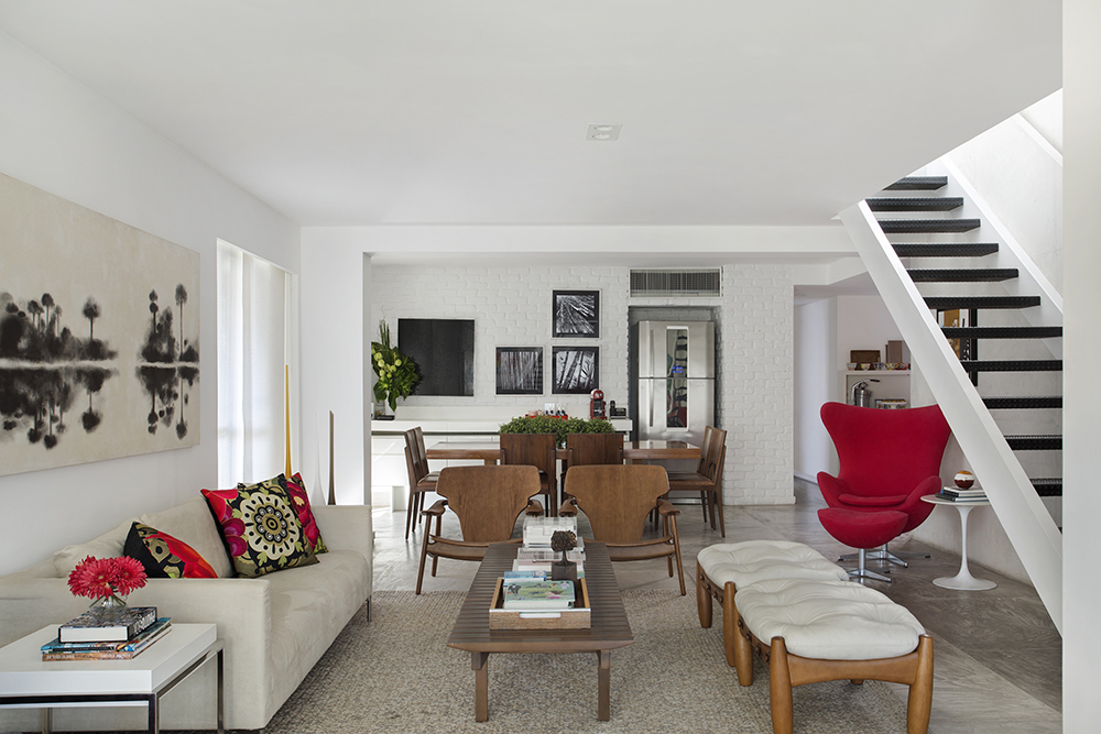 Decoração de: Sala de estar; poltronas Sergio Rodrigues; Casa de Valentina