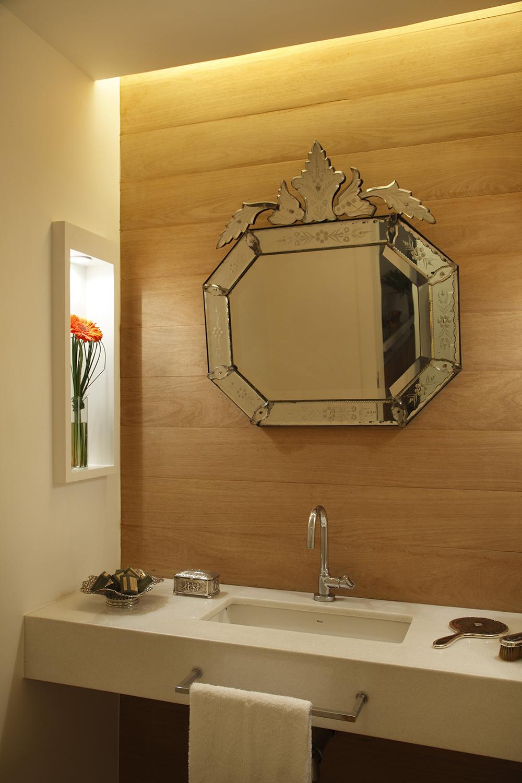 Decoração de: Lavabo; espelho veneziano; Casa de Valentina